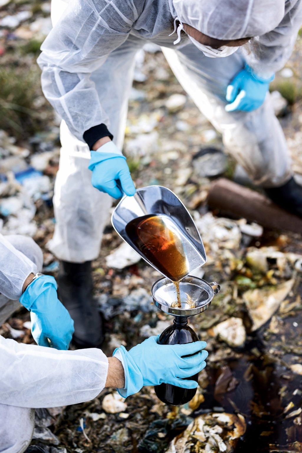 Reporter finden giftige Substanzen auf illegalen Halden