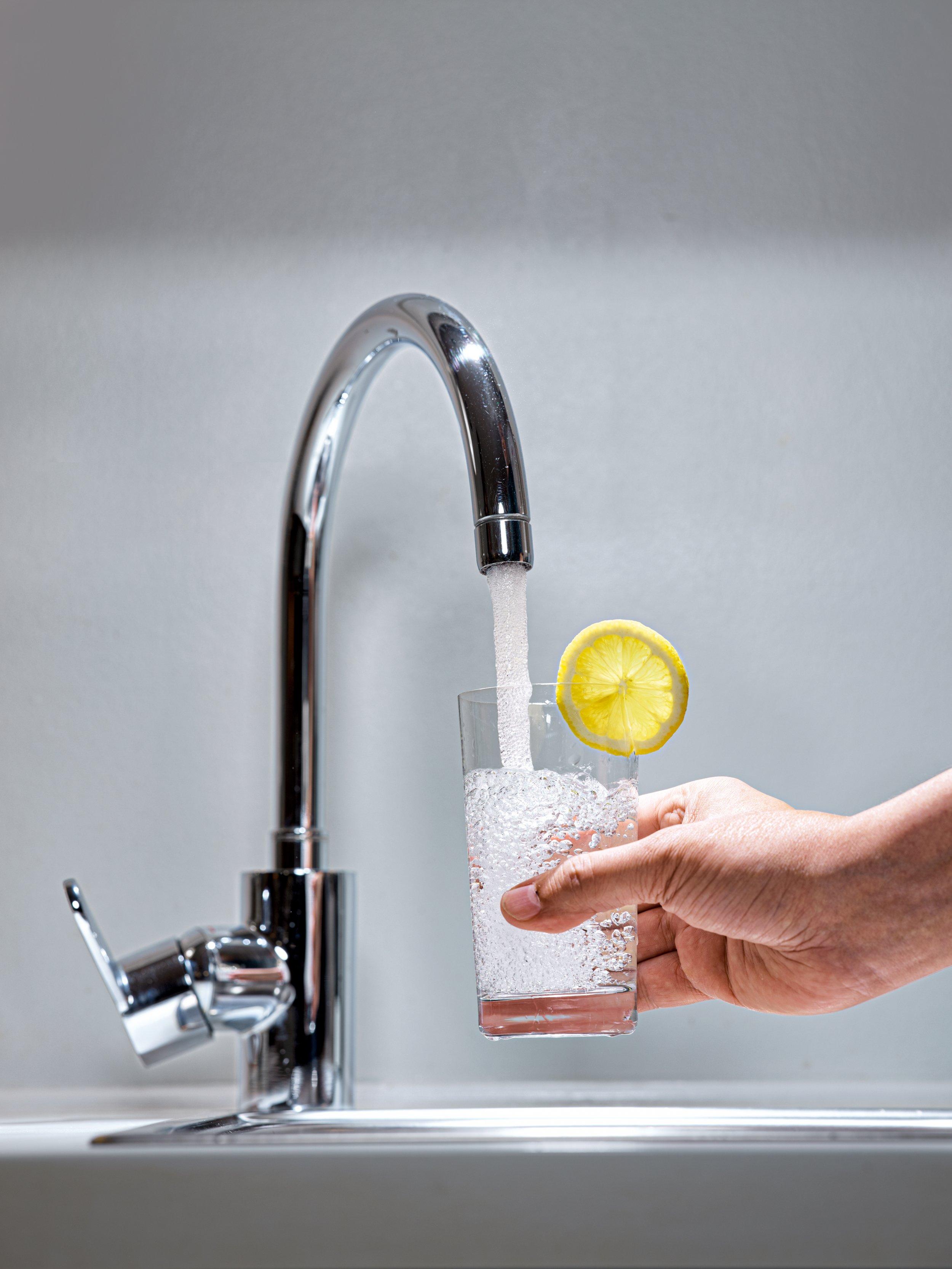 <p>LEITUNGSEBENE<br /> Die Wasserversorger sind für die Qualität bis zum Gebäudeanschluss zuständig – für ein sauberes Leitungssystem muss der Hauseigentümer sorgen</p>