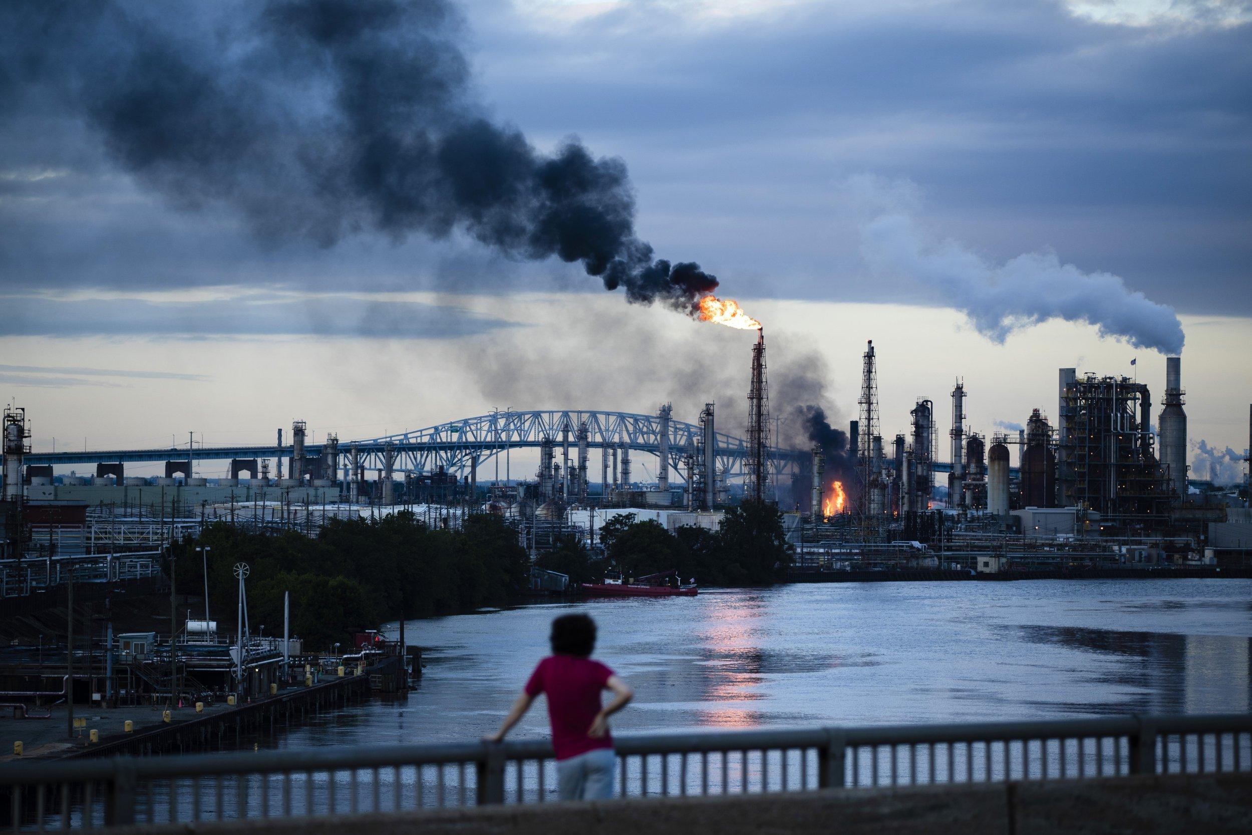 <p>Im Juni 2019 brannte in der Ostküstenmetropole Philadelphia die größte Ölraffinerie des Landes</p>