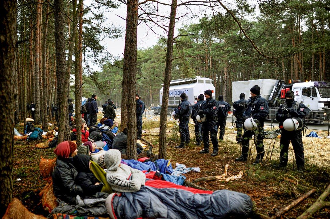 WIDERSTANDDer Castor kommt! – Im Herbst 2010 demonstrieren Aktivisten gegen einen Transport von hochradioaktivem Abfall ins Zwischenlager Gorleben. Rund 1.900 Castorbehälter füllt der deutsche Atommüll