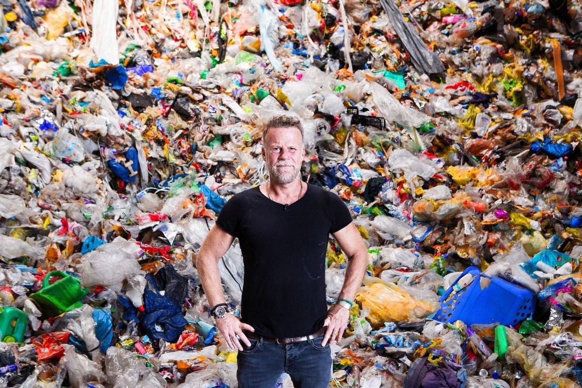 """<p>Jenke von Wilmsdorf möchte in """"Das Jenke Experiment"""" per Selbstversuch herausfinden, was Plastik im Körper verursacht</p>"""