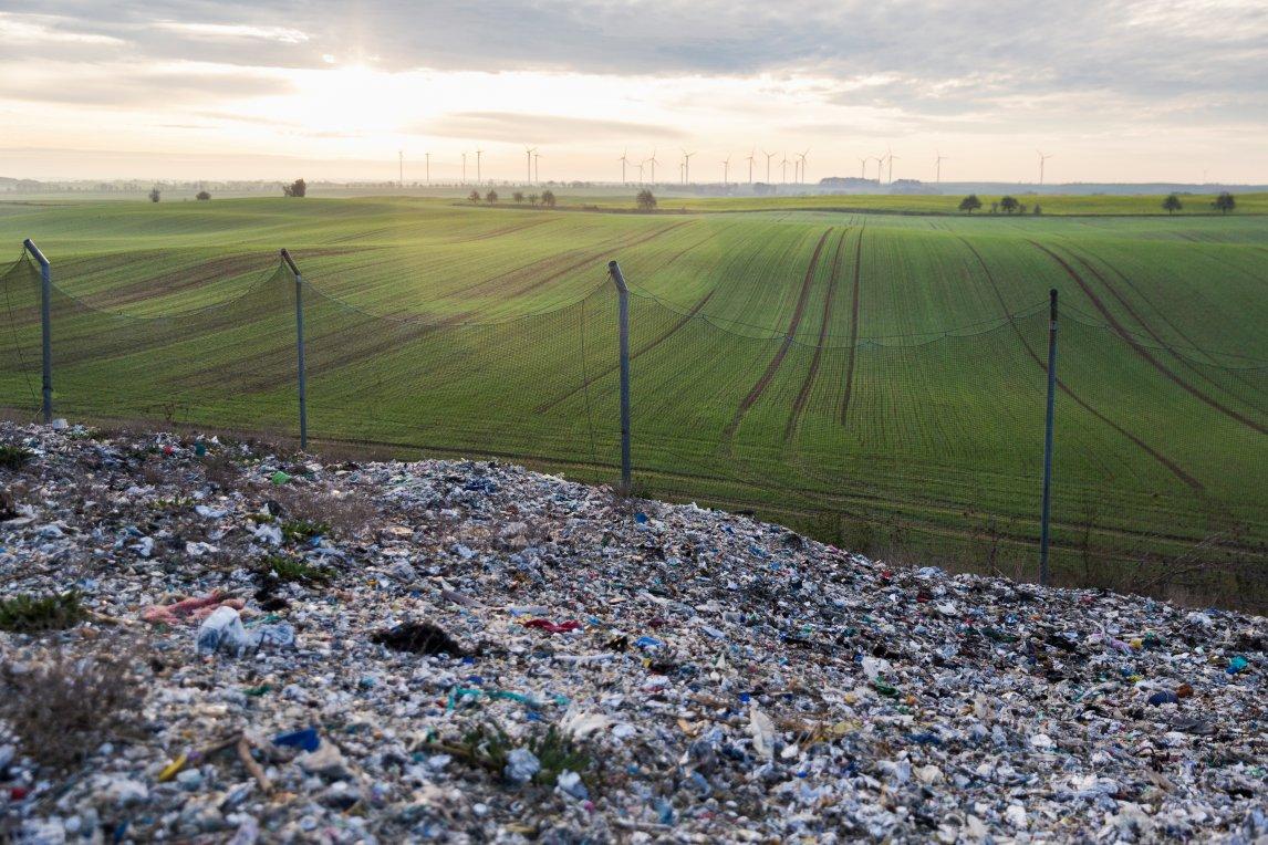 <p>PANORAMABLICK Die Müllberge in Schönermark sind so hoch aufgeschüttet, dass man von oben kilometerweit sehen kann</p>