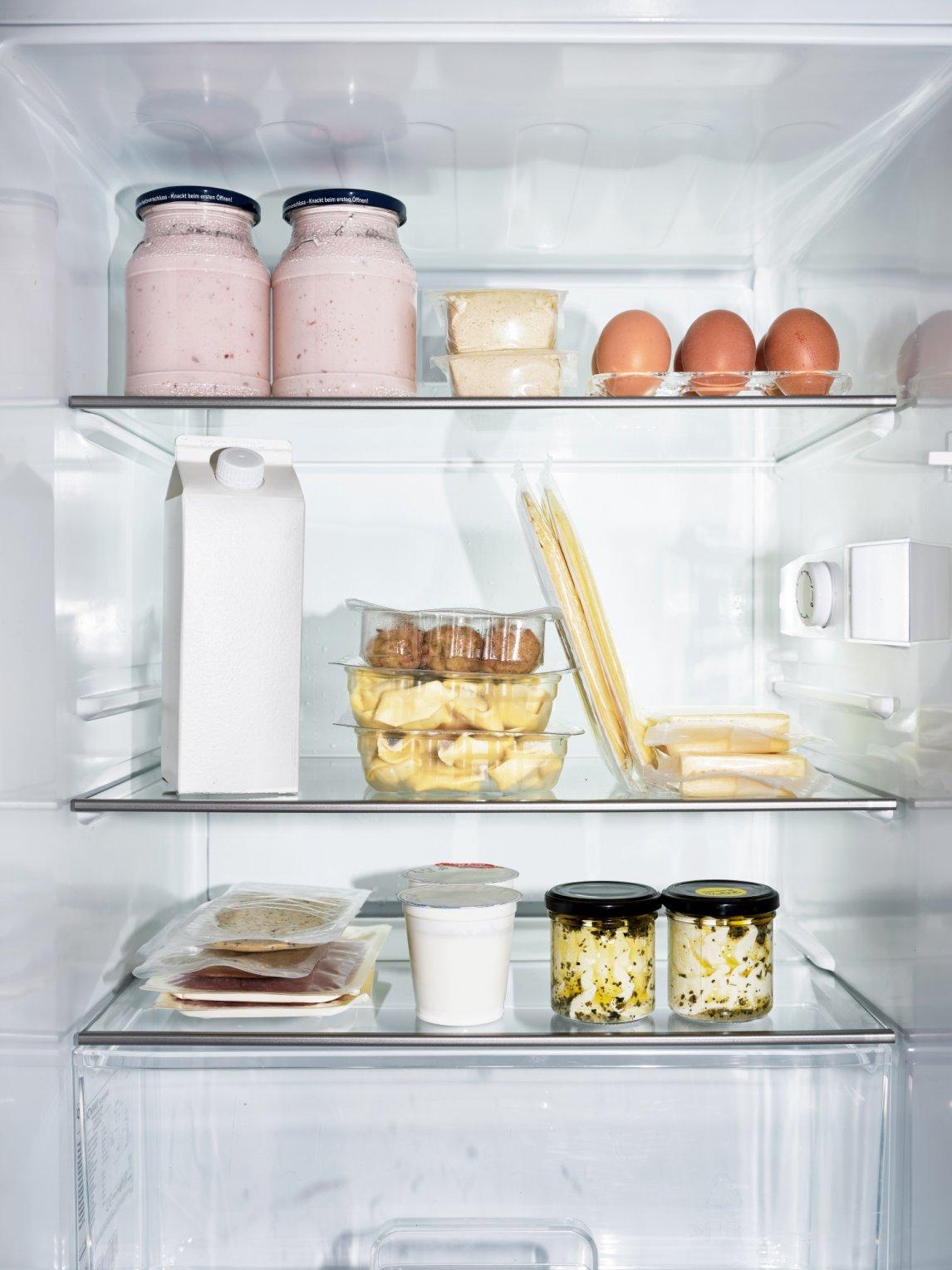 <p>ZEITLOSDas Mindesthaltbarkeitsdatum wurde einst eingeführt, um die Lebensmittelverschwendung einzudämmen. Vor seiner Einführung musste man sich irgendwie merken, welcher Joghurt der ältere ist</p>