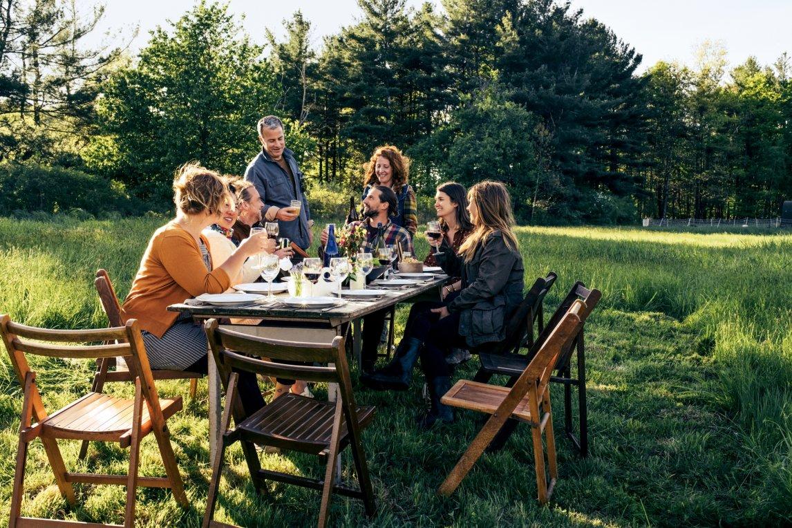 TAFELGOLDDie Tischgesellschaft ist die vielleicht älteste aller Gesellschaftsformen. Das gemeinsam zelebrierte Mahl macht uns Menschen aus