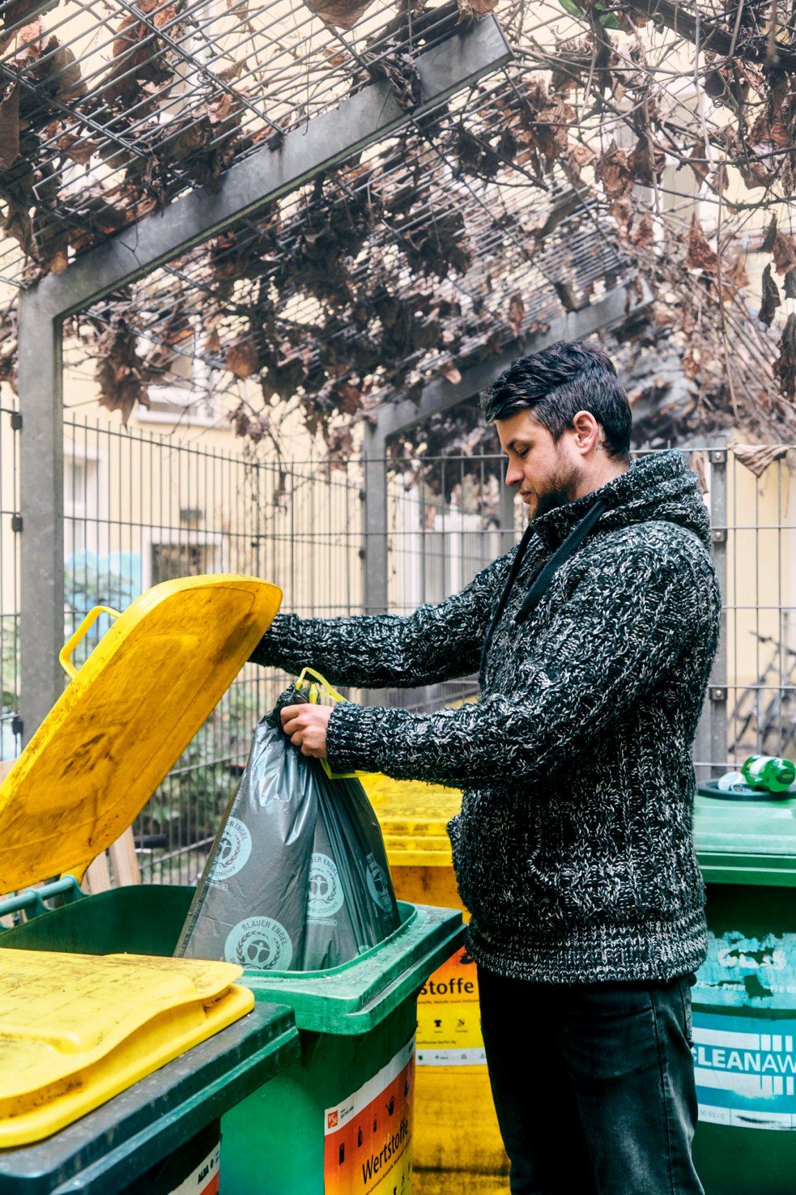 <p>ANFANG UND ENDE Längst nicht alles, was in der Gelben Tonne entsorgt wird, wird auch recycelt</p>