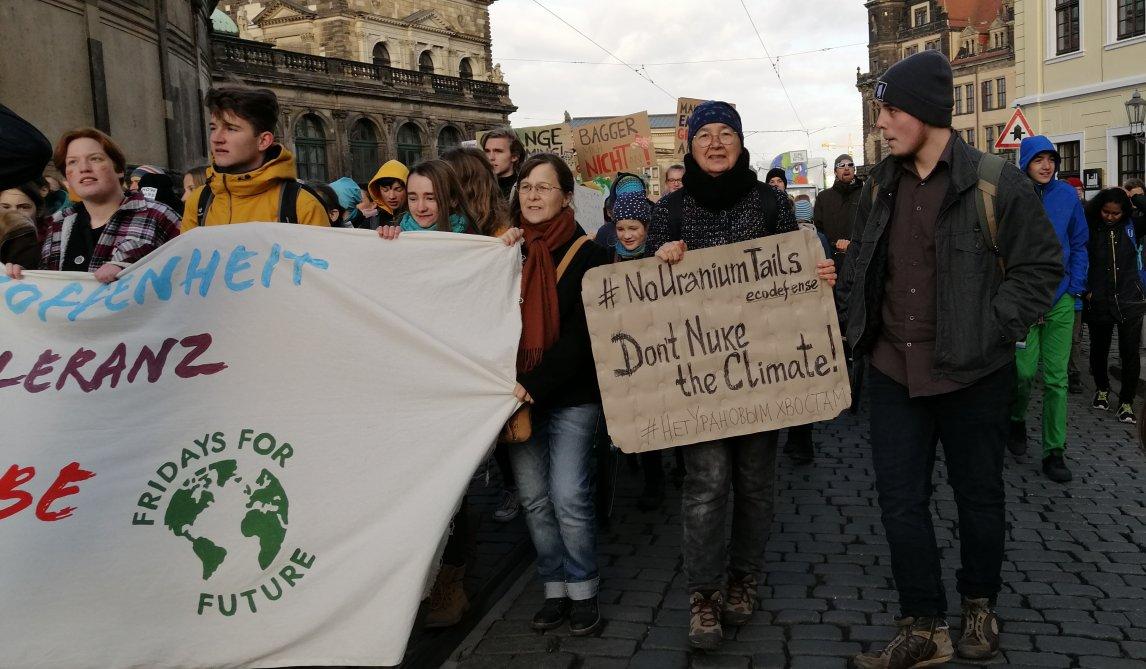 <p>Alexandra Korolewa beim Klimastreik mit Fridays for Futurein Dresden, 2019</p>