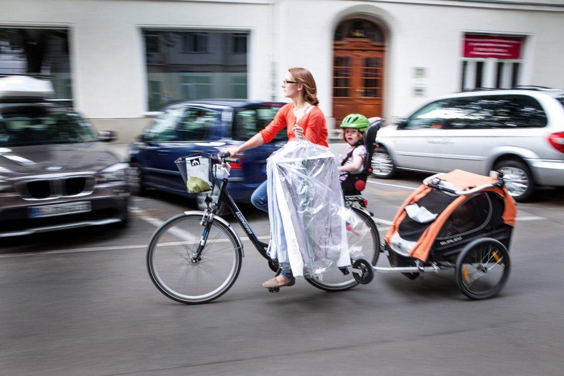 ... und berücksichtigt zum Beispiel nicht die unterschiedlichen Mobilitätsmuster und -bedürfnisse von Männern und Frauen